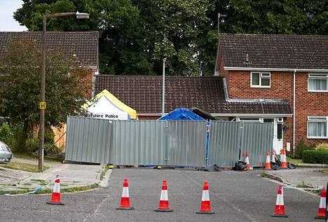 Viranomaisten eristämä Sergei Skripalin koti Salisburyssä. Myrkyn saastuttamasta talosta joudutaan poistamaan katto puhdistustöiden vuoksi.