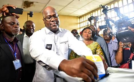 Kongon presidentinvaalien voittajaksi sittemmin julistettu Felix Tshisekedi kävi äänestämässä Kinshasassa 30. joulukuuta.