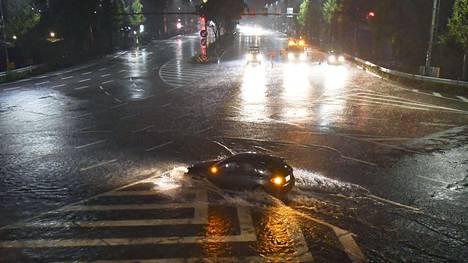 Japanin Nagoyassa Honshūn saarella satoi sunnuntaina rankasti.