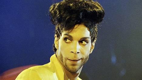 Prince esiintymässä Lontoossa kesällä 1992.