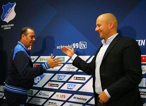 Tämän kauden loppuun Hoffenheimia luotsaa Huub Stevens (vas.), jonka seuran jalkapallotoiminnan johtaja Alexander Rosen (oik.) palkkasi tällä viikolla.