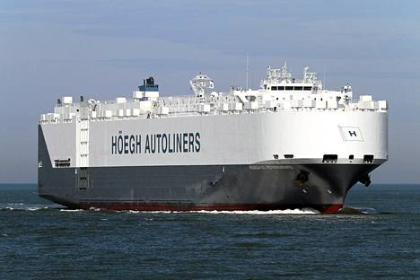 Norjalaisalus St. Petersburg on ehtinyt ensimmäisenä merialueelle, jossa kadonneen malesialaiskoneen osia on mahdollisesti havaittu.