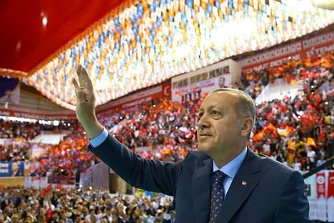 Turkin presidentti Recep Tayyip Erdogan puhui puolueväelleen huhtikuun lopulla.