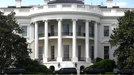Viime päivät ovat lisänneet jännitteitä Valkoisen talon avustajakunnassa ja heikentäneet presidentti Donald Trumpin asemaa.