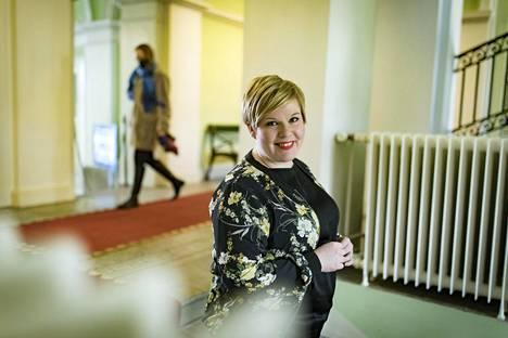 Keskustan puheenjohtaja, tiede- ja kulttuuriministeri Annika Saarikko on sitä mieltä, että talous- ja työllisyyspoliittiseen keskusteluun pitäisi nostaa yhä enemmän myös syntyvyys ja maahanmuutto.