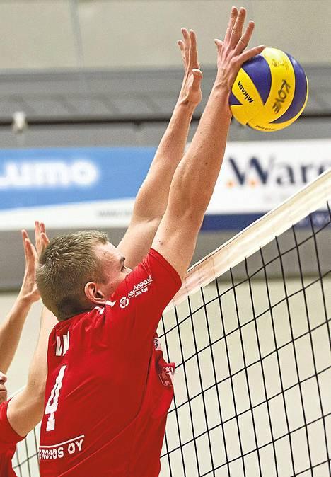 Antti Vallin pelasi ehjän ottelun Rantaperkiön Iskua vastaan.
