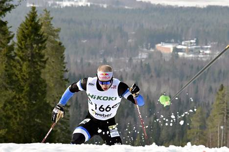 Puijon Hiihtoseuran Iivo Niskanen miesten vapaan tyylin 50 kilometrillä maastohiihdon SM-kilpailuissa Ristijärvellä.