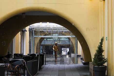 Koronakriisi tyhjensi liikehuoneistot ja Helsingin keskustan. Maalis–huhtikuun vaihteessa tehty Evan kysely osoittaa, että pandemiat koetaan nyt isommaksi uhaksi kuin ennen.