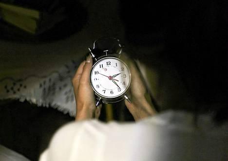 Ainakin kolmasosa työtätekevistä nukkuu huonosti maanantain välisenä yönä.