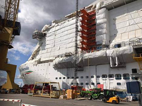 Italialaisen Costa Cruisesin tilaamaa Costa Smeraldaa viimeisteltiin Turun telakalla viime heinäkuussa.