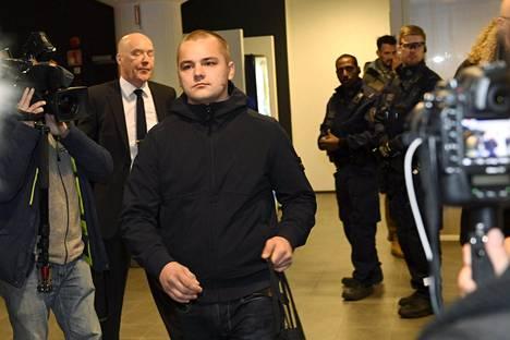 Jesse Torniainen saapui käräjäoikeuden käsittelyyn joulukuussa 2016