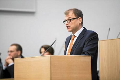 Juha Sipilän (kesk) hallitus haluaa, että työehdoista kuten palkoista ja työajoista voisi sopia nykyistä laajemmin paikallisesti.
