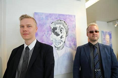 Rasmus Repo ja Jarkko Repo olivat jo ehtineet sopia ensimmäisestä yhteisestä kuvataidenäyttelystään, kun Jarkko tammikuussa joutui onnettomuuteen. Kolarin jälkeen näyttely sai uuden nimen, Niskavammoja.