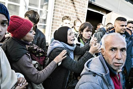 Turvapaikanhakijat ylittivät Tanskan ja Saksan rajan Padborgissa keskiviikkona.