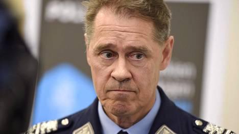 """""""Minä tuomitsen tällaisen kirjoittelun, jos se pitää paikkansa. Uskon, ettei tässä ole iso joukko liikkeellä, mutta tähän on puututtava aktiivisesti"""", kertoo poliisiylijohtaja Seppo Kolehmainen."""
