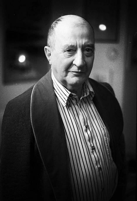 Pentti Holapan kirja Ystävän muotokuva herätti ihastusta ja kritiikkiä.