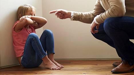 Lasten ruumiillinen ja henkinen kurittamiskielto astui voimaan Suomessa vuonna 1984.