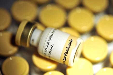 Pandemrix-sikainfluenssirokotetta kuvattuna Helsingissä tammikuussa 2010.