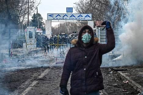 Turkin ja Kreikan välisellä raja-asemalla Pazarkulessa Erdinen alueella oli runsaasti kreikkalaisia mellakkapoliiseja varautumassa siirtolaisten saapumiseen lauantaina.