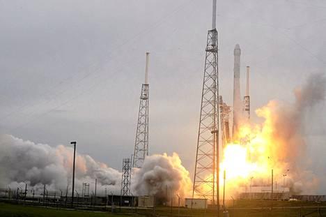 Dragon CRS3 -avaruuskapselia kuljettanut Space Xs Falcon 9 -raketti laukaistiin Cape Canaveralista Floridasta viime perjantaina.
