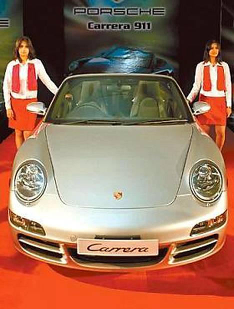 Nelivetoinen Porsche 911 markkinoille