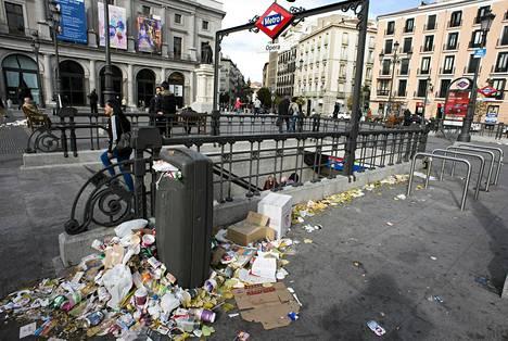 Madridissa roskikset pursuavat kaduille, sillä puhtaanapitäjät ovat lakossa.