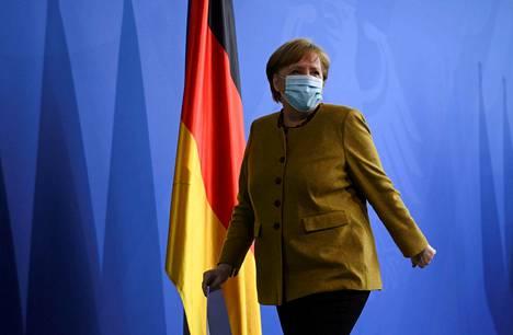 Liittokansleri Angela Merkel esitteli tartuntatautilakiesityksen sisällön tiistaina.