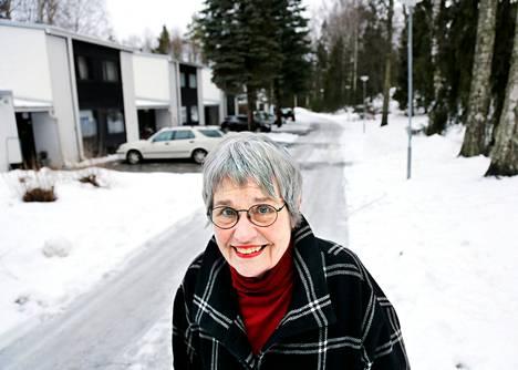 Riitta Nikula asui perheineen 26 vuotta Tapiolassa Iltaruskontiellä. Hänen mielestä rivitaloasumisessa ei ikinä saa omaa tahtoa läpi, vaan pitää osata tehdä kompromisseja.