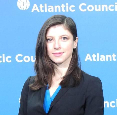 """Tutkija Alina Polyakova puhui EU-parlamentin tilaisuudessa Venäjän """"Troijan hevosten"""" aiheuttamasta uhasta länsimaille."""