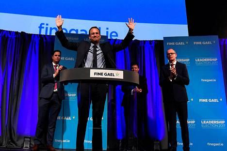 Irlannin keskustaoikeistolainen pääministeripuolue Fine Gael valitsi Varadkarin johtajakseen perjantai-iltana.
