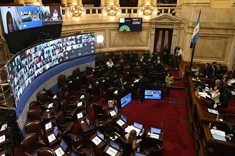 Argentiinan senaatti päätti miljonääriverosta perjantaina virtuaalisessa istunnossa, jossa käytiin kiivas keskustelu.