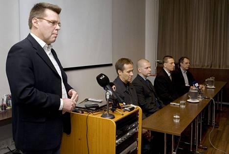 Huumepoliisit järjestivät vuonna 2007 Jari Aarnion johdolla tiedotustilaisuuden hotelli Presidentissä sen jälkeen, kun huumepoliiseja oli alettu epäillä virkarikoksista.