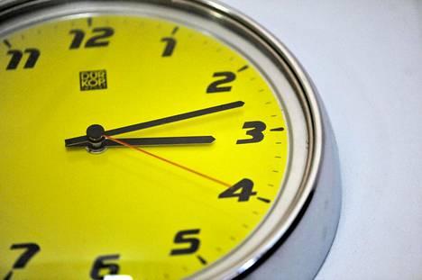 Kellonajan siirrosta luovuttaisiin aikaisintaan 2021.