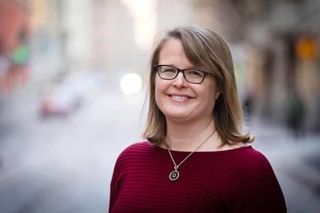 Helsingin sosiaali- ja terveystoimen apulaispormestarin Sanna Vesikansan (vihr) mukaan valtiovarainministeriön luvut ovat muuttuneet koko ajan.
