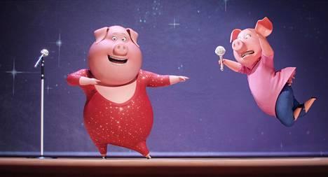 He osallistuvat laulukisaan Sing-elokuvassa.