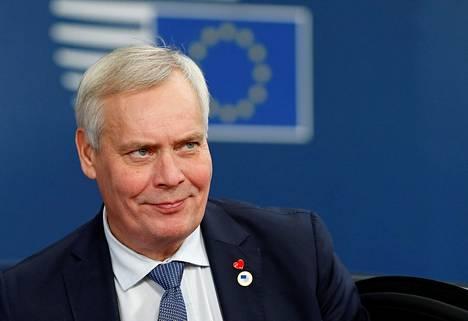 Pääministeri Antti Rinne näkee lisäajan myöntämisen järkevänä. Rinne kuvattuna Brysselidssä 17. lokakuuta.