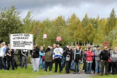 Mielenosoittajia kannustettiin pukeutumaan kuin vuoden 1995 jääkiekon loppuotteluun.
