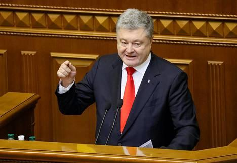 Ukrainan Presidentti Petro Porošenko puhui parlamentille tiistaina Kiovassa.