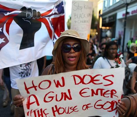 Black Lives Matter -liike järjesti marssin Charlestonin joukkosurman uhrien muistoksi Etelä-Carolinassa lauantaina.