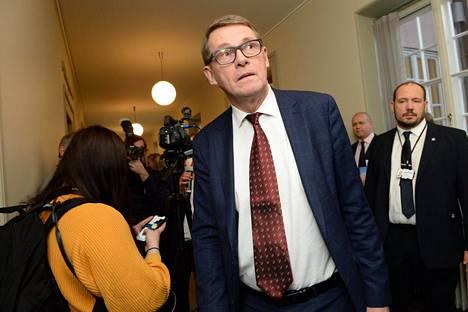 Puhemies Matti Vanhanen (kesk) saapui keskustan eduskuntaryhmän kokoukseen keskustelemaan pääministeri Antti Rinteen luottamuksesta eduskunnassa tiistiana.