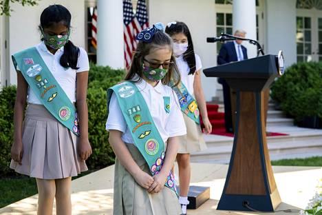 Girl Scouts -partiolaisjärjestön Laila Khan, Lauren Matney ja Sravya Annappareddy vierailivat presidentti Donald Trumpin järjestämässä tilaisuudessa Valkoisen talon puutarhassa toukokuussa.