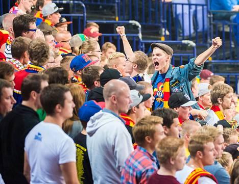 Jokerien fanit täyttivät areenan melkein ääriään myöden joukkueen historiallisessa KHL-avauksessa.