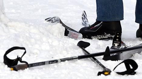 Järvenpään kaupungilla ei sinänsä ole mitään sitä vastaan, että hiihtoväylien viereen tampattaisiin kulkureitti kävelijöille.