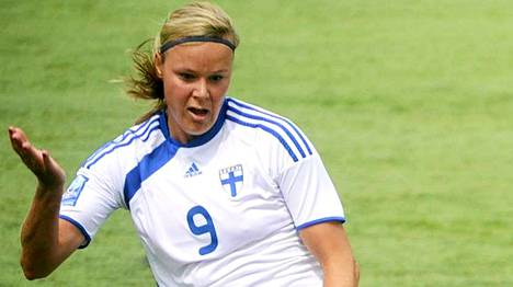 Laura Österberg Kalmari on Suomen naisten jalkapallomaajoukkueen kaikkien aikojen paras maalintekijä.