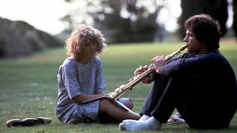 Warren Beatty näyttelee Taivas saa odottaa -elokuvan päähenkilöä Joe Pendletonia. Julie Christie on hänen ihastuksensa kohde Betty Logan.