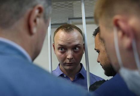 Maanpetoksesta epäilty entinen toimittaja Ivan Safronov vangitsemisoikeudenkäynnissään Moskovassa tiistaina.
