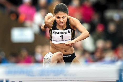 Nooralotta Neziri voitti 100 metrin aitajuoksun Kalevan kisoissa Porissa.