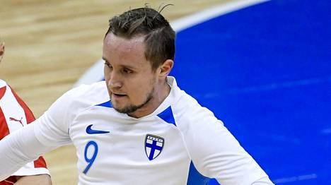 Mikko Kytölä (oik.) onnistui maalinteossa EM-karsinta-avauksesta. Kuva Serbiaa vastaan MM-karsinnassa pelatusta ottelusta.