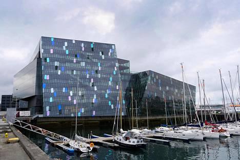 Reykjavikin musiikkitalo Harpa edustaa islantilaista WOW-arkkitehtuuria.