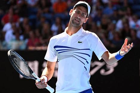 Novak Djokovic ei ollut tyytyväinen valoratkaisuun lauantain ottelussa.